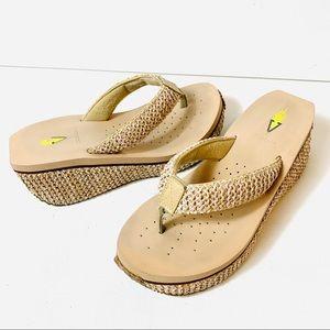 Volatile Woven Thong Wedge Platform Sandals Beige Flip Flops Women's Size 7 Shoe